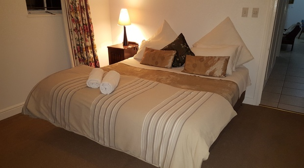 Kingsize Bed, Knysna Self Catering Accommodation, guesthouse, B&B