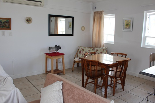 Dining / Lounge Knysna Self Catering Accommodation